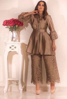 Fashion Dress With Hijab .Fashion Dress With Hijab Party Wear Indian Dresses, Pakistani Fashion Party Wear, Designer Party Wear Dresses, Indian Fashion Dresses, Dress Indian Style, Indian Designer Outfits, Fashion Outfits, 80s Fashion, Fashion Pants