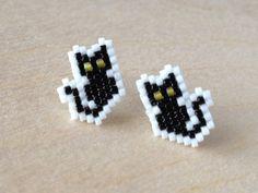 Beaded Cat Earrings in Black by GoodBeadDeeds on Etsy