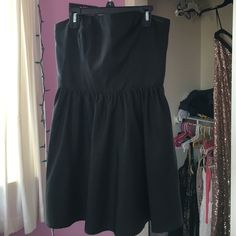 Mimi black dress with pockets Mimi black dress with pockets and zipper on the back Forever 21 Dresses Mini