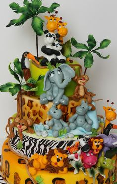 jungle cake---way too cute, look at those animals!