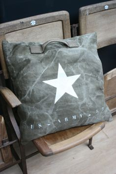 Le Grenier de Ninon 001 - military pillow