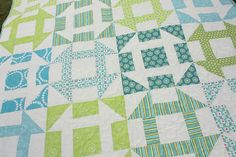 """""""Fast Churn Dash"""" pattern allows you to make two blocks at the same time with almost no waste. Quilting Blogs, Quilting Projects, Quilting Designs, Sewing Projects, Quilting Ideas, Churn Dash Quilt, Green Quilt, Easy Quilts, Quilt Tutorials"""