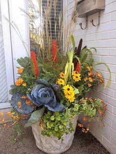Pretty Fall Container Garden #perennialcontainergardeningideas