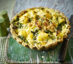 Rich wholemeal pastry packed with a potato, onion and cheese filling. We've added spinach and a hint of nutmeg to our homity pie