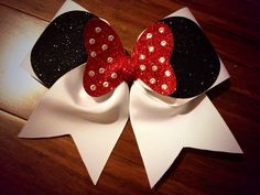 Minnie Cheer Bow red bow no rhinestones by BowsByEm on Etsy Cute Cheer Bows, Cheer Hair Bows, Cheer Mom, Minnie Mouse, Minnie Bow, Mickey Ears, Mono Mini, Disney Bows, Cheerleading Bows