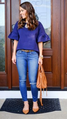 Ruffled sleeve blouse in navy (J Crew), jeans, animal print belt, gold necklace with large pendant, tan bag and flats Early Fall Outfits, Spring Outfits Women Casual, Summer Outfits, Casual Outfits, Cute Outfits, Summer Clothes, Look Fashion, Fashion Outfits, Fashion Shirts