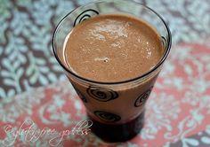 A smoothie made with carob powder looks like a chocolate smoothie