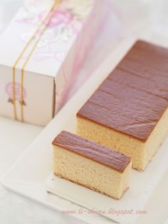 有些蛋糕做了一次就算,有些蛋糕做了再做,吃了再吃依然美味。长崎蛋糕和戚风蛋糕在我的 list 里就是属于这类型的,久不久就会想念一下。长崎蛋糕有着淡淡蜜糖香味,又有 QQ 弹性的口感,吃了让人回味。虽然没有很多材料,算...