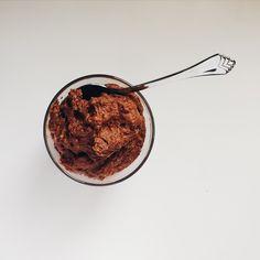 Fausse pâte à biscuits crue au double chocolat, avec haricots rouges - sans sucre, sans gluten, végétarien, vegan