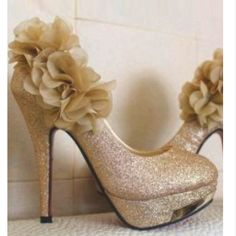 Gold wedding shoes - too much with the flowers?