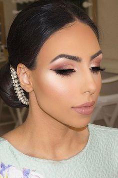 wedding makeup classik bride with accessories closed eyes vanitymakeup