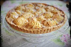 """Un flan sucré et vanillé accompagne les pommes ce qui en fait une belle pâtisserie pour le repas en famille du dimanche. Super simple pour un résultat très """"pâtisserie"""", les amandes effilées et le sucre glace apporte """"the touch"""" finale ! Pour plus de..."""
