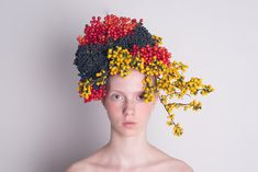 Hanayuishi Flower Hair, Flowers In Hair, Silk Flowers, Fruit Shoot, Crazy Hats, Nice Picture, Floral Headpiece, Tropical Fruits, Floral Motif