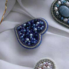 Bead Embroidery Jewelry, Textile Jewelry, Bead Jewellery, Beaded Embroidery, Beaded Jewelry, Embroidery Designs, Brooches Handmade, Handmade Jewelry, Beaded Brooch