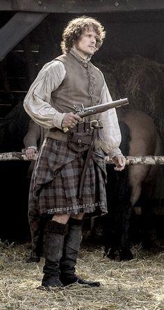 Outlander Clan — primrosesandrues16: Full Body Shot - Jamie...