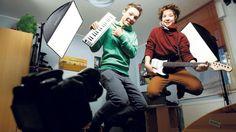 YouTube-Zwillinge DieLochis: 16 Fakten zum 16. Geburtstag! http://www.bild.de/unterhaltung/leute/dielochis/16-fakten-zum-16-geburtstag-40937460.bild.html