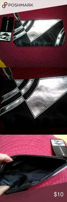 METROPOLITAN MUSEUM OF ART CASE! THIS LOVELY ART DECO THEME CASE IS FROM THE METROPOLITAN MUSEUM OF ART COLLECTION. LOVELY, SILVER/BLACK. IT CAN BE EASILY USED TO TOTE AN EVENINGS 💄 MAKEUP ESSENTIALS WHILE OUT ON THE TOWN. ENJOY! METROPOLITAN MUSEUM OF ART Bags Cosmetic Bags & Cases