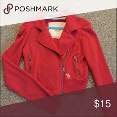 Shop Women's Red size M Jackets & Coats at a discounted price at Poshmark. Description: Abercrombie & Fitch Moro cropped jacket Great condition all cotton. Moto Jacket, Leather Jacket, Plus Fashion, Fashion Tips, Fashion Design, Fashion Trends, Abercrombie Fitch, Lady In Red, Jackets