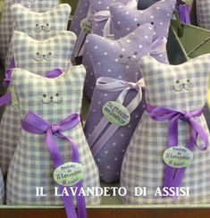 Gatto in stoffa imbottito di lavanda nei toni del lilla (cadauno) Lavender Crafts, Lavender Bags, Lavender Sachets, Sewing Kit, Sewing Hacks, Diy Craft Projects, Sewing Projects, Scented Sachets, Free Motion Embroidery