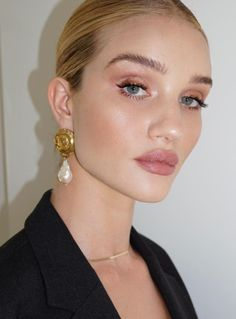 Rose Huntington Whiteley Make-up. Hellrosa Pfirsich-Lidschatten-Make-up-Look und . Natural Lip Colors, Natural Lips, Natural Makeup, Glam Makeup, Beauty Makeup, Hair Makeup, Hair Beauty, Makeup Light, Light Makeup Looks