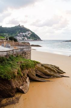 Seeing one of those pretty places on pintrest and being able to say IVE BEEN THERE!i miss this beach.. La Concha, San Sebastián, Spain