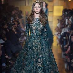 ELIE SAAB Haute Couture Autumn Winter 2015 fashion show deep green mosaic embroidered gown. Elie Saab Haute Couture, Style Haute Couture, Couture Fashion, Runway Fashion, Fashion Show, Couture 2015, Fashion Decor, Couture Week, Paris Fashion