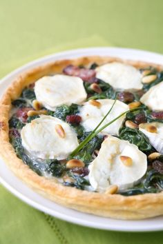 [blank]Quiches and tarts have always been my quick turn-to recipes, when there is an unexpected lunch or snack to prepare. I Love Food, Good Food, Yummy Food, Meat Recipes, Cooking Recipes, Healthy Recipes, Pizza Girl, Spinach Tart, No Sugar Diet