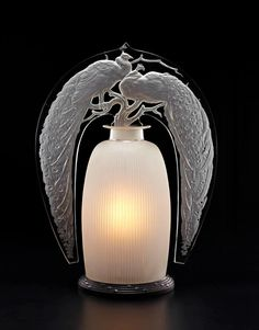 유 Illuminating Lamps 유 Lalique lamp Two Peacocks Scent Bottle Lamp! Art Nouveau, Art Deco, Lalique Perfume Bottle, Antique Perfume Bottles, Vintage Bottles, Lalique Jewelry, Beautiful Perfume, Bottle Art, Glass Art