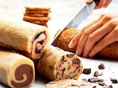 En dej fire slags småkager - kan især godt lide ideen med at rulle dejen i… Christmas Dishes, Christmas Sweets, Christmas Baking, Christmas Cakes, Cake Recipes, Snack Recipes, Norwegian Food, Big Cakes, Food Cakes