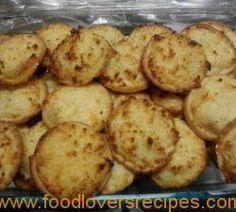 HEERLIKE HERTZOGGIES Biscuit Cupcakes, Biscuit Cookies, Biscuit Recipe, Yummy Cookies, South African Dishes, South African Recipes, Angle Food Cake Recipes, Cookie Recipes, Banana Frozen Yogurt