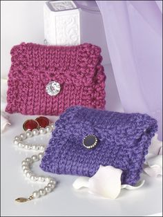 Knit-Look Jewelry Bag - Easy for beginners! These soft, charming bags will only take about an hour to make. Decorative buttons add pizzazz!  Designed by Katherine Eng  free pdf from FreePatterns.com