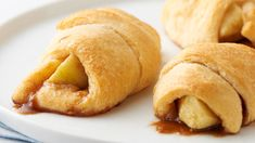 These apple pie-inspired crescent roll-ups are the perfect last-minute treat for any occasion. All you need is 30 minutes, five ingredients—including flaky, buttery crescent rolls and fresh Granny Smith apples—and a love for warm fall flavors! Best Apple Desserts, Apple Dessert Recipes, Desserts To Make, Fall Desserts, Apple Recipes, Fall Recipes, Thanksgiving Desserts, Sweets Recipes, Pizza Recipes