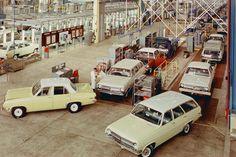 Production Process Dates Holden Monaro, Holden Australia, Aussie Muscle Cars, Custom Muscle Cars, Australian Cars, Custom Vans, General Motors, Car Photos, Hot Cars
