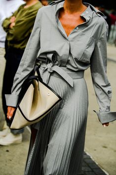 The Best Street Style From New York Fashion Week All the lewks you didn't see on the runway. New York Fashion Week Street Style, Spring Street Style, Cool Street Fashion, Street Style Women, Workwear Fashion, Office Fashion Women, Fashion Outfits, New Fashion Trends, Star Fashion