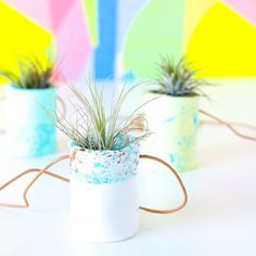 With a little clay and paint, you can create these miniature hanging air plant holders! Backyard Planters, Herb Planters, Clay Planter, Hanging Air Plants, Diy Hanging, Diy Herb Garden, Garden Plants, Diy Clay, Clay Crafts