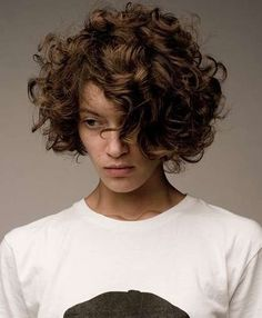 Love Hairstyles for short curly hair? wanna give your hair a new look? Hairstyles for short curly hair is a good choice for you. Here you will find some super sexy Hairstyles for short curly hair, Find the best one for you. Cute Short Curly Hairstyles, Curly Hair Cuts, Wavy Hair, Short Hair Cuts, Curly Hair Styles, Natural Hair Styles, Curly Short, Shirt Curly Hairstyles, Medium Curly