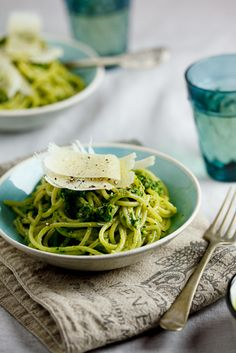 Spaghetti with rocket, spinach & pecan pesto - I like pasta pesto as a light summer dinner