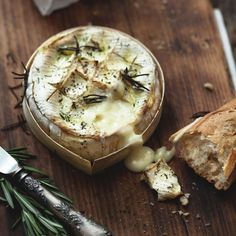 Learn how to bake Camembert with this simple recipe video by the Good Housekeeping Institute Cookery School. Find out how long to cook a Camembert and all the tips for a perfect baked Cheese. Cooking Camembert, Camembert Cheese, Catering Food Displays, Fruit Displays, Christmas Lunch, Christmas Canapes, Appetizer Recipes, Sauces, Gourmet