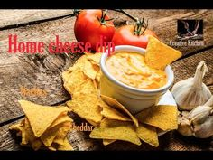 Delicious simple cheese dip, cheeper and more heathy that from Supermarket, recipe from scratch, done in 5 minutes! Ingredients: 200 g cheddar cheese, grated. Super Bowl Dips, Dip Recipes, Appetizer Recipes, Snack Recipes, Appetizers, Nachos, Super Bowl Essen, Recipe From Scratch, Potato Chips