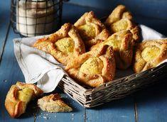 Φλαούνες   Συνταγή   Argiro.gr Pretzel Bites, French Toast, Bread, Breakfast, Recipes, Food, Morning Coffee, Brot, Recipies