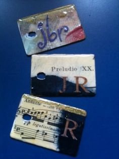 How to make recycled Formica sample tags · Recycled Crafts | CraftGossip.com Diy Craft Projects, Fun Crafts, Crafts For Kids, Arts And Crafts, Craft Ideas, Project Ideas, I Love Diy, Wilson Art, Backpack Tags