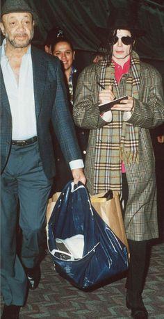 love-survives-always:  October 1992 at Heathrow Airport in London, UK.