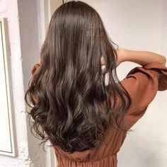 The Effective Pictures We Offer You About wavy hair naturally A quality picture can tell you many th Korean Wavy Hair, Korean Perm, Hair Korean Style, Korean Hairstyle Long, Dyed Curly Hair, Long Curly Hair, Medium Hair Styles, Curly Hair Styles, Hair Color Asian