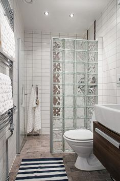 Dreaming of an extravagance or designer bathroom? We have gathered together lots of gorgeous master bathroom a few ideas for small or large budgets, including baths, showers, sinks and basins, plus bathroom decor some ideas. Small Bathroom With Shower, Bathroom Layout, Modern Bathroom Design, Bathroom Interior Design, Small Bathrooms, Shower Bathroom, Bathroom Mirrors, Bathroom Cabinets, Bathroom Ideas