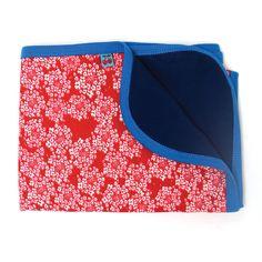 Froy & Dind wikkeldoek rood gebloemd/blauw