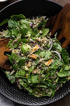 An easy and fried hearty halloumi salad with quinoa, spinach, and a hemp-herb dressing. Perfect for lunch or a light dinner.