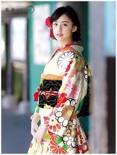 야마모토 미즈키 야마모토 미즈키 (山本美月/Yamamoto Mizuki)│모델, 배우 생년월일 : 1991년 7월18일│출신지 : 후쿠오카현│혈액형 : O형│신장 : 167cm: