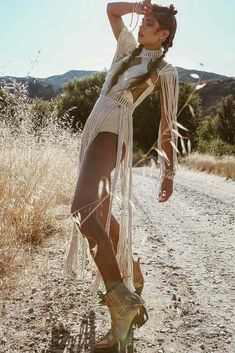 Cool Outfit Ideas For Coachella picture 2