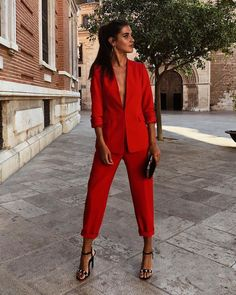 Red suit or white suit? Friday's decisions. Business Outfits, Office Outfits, Fall Outfits, Casual Outfits, Blazer Outfits, Red Fashion, Fashion Outfits, Womens Fashion, Girl Fashion