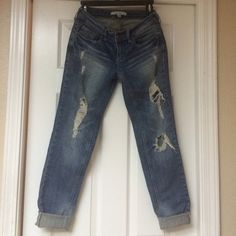 F21 Skinny Ripped Jeans Size 5, Forever 21 jeans. 2% spandex, 98% cotton, inseam is 30.5 inches. Sorry no trades. Forever 21 Jeans